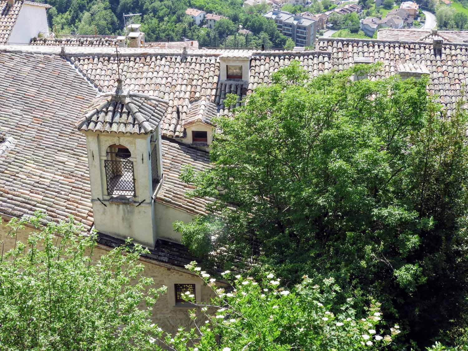 san-marino-micro-nation-roof-clay-tiles-bell.jpg