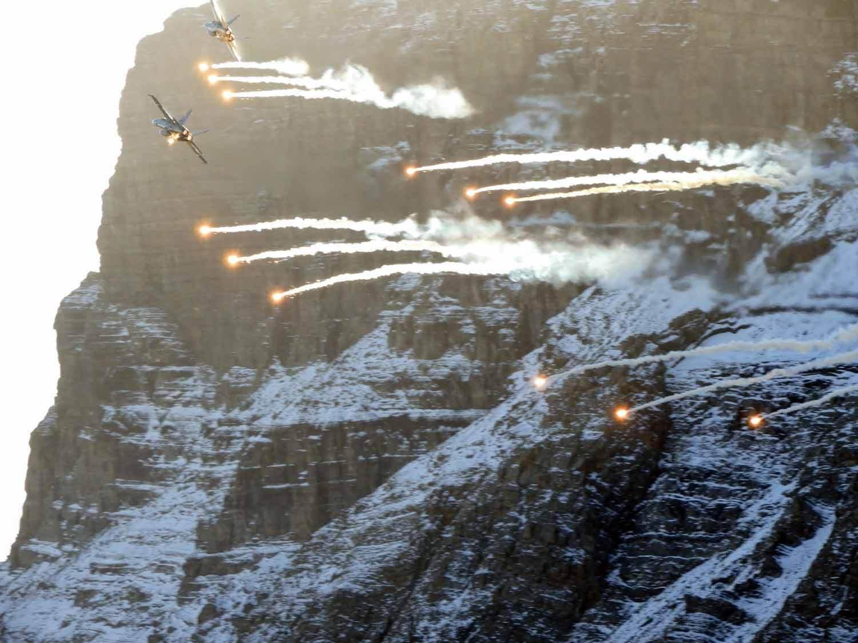 switzerland-axalp-f18-flares-flyby-super-hornet-swiss-airforce-mountains-alps.jpg