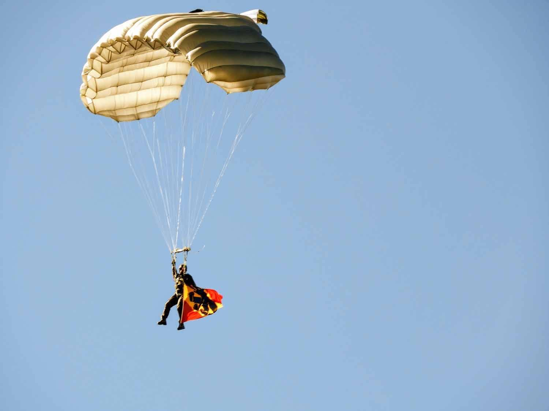 switzerland-axalp-parachutist-paratroop-jump-parachute (2).jpg