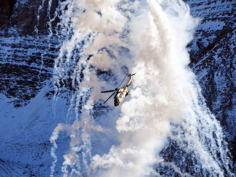 switzerland-axalp-super-puma-demo-flares-smoke-airshow (1).jpg