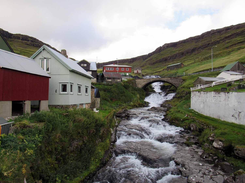 denmark-faroe-islands-streymoy-haldorsvík-bridge-stream.JPG