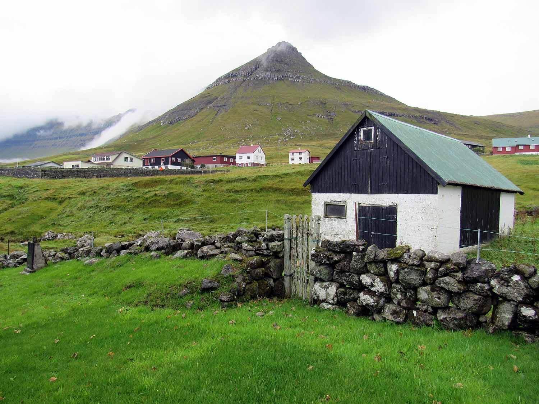 denmark-faroe-islands-eysturoy-Oyndarfjordur-barn.JPG