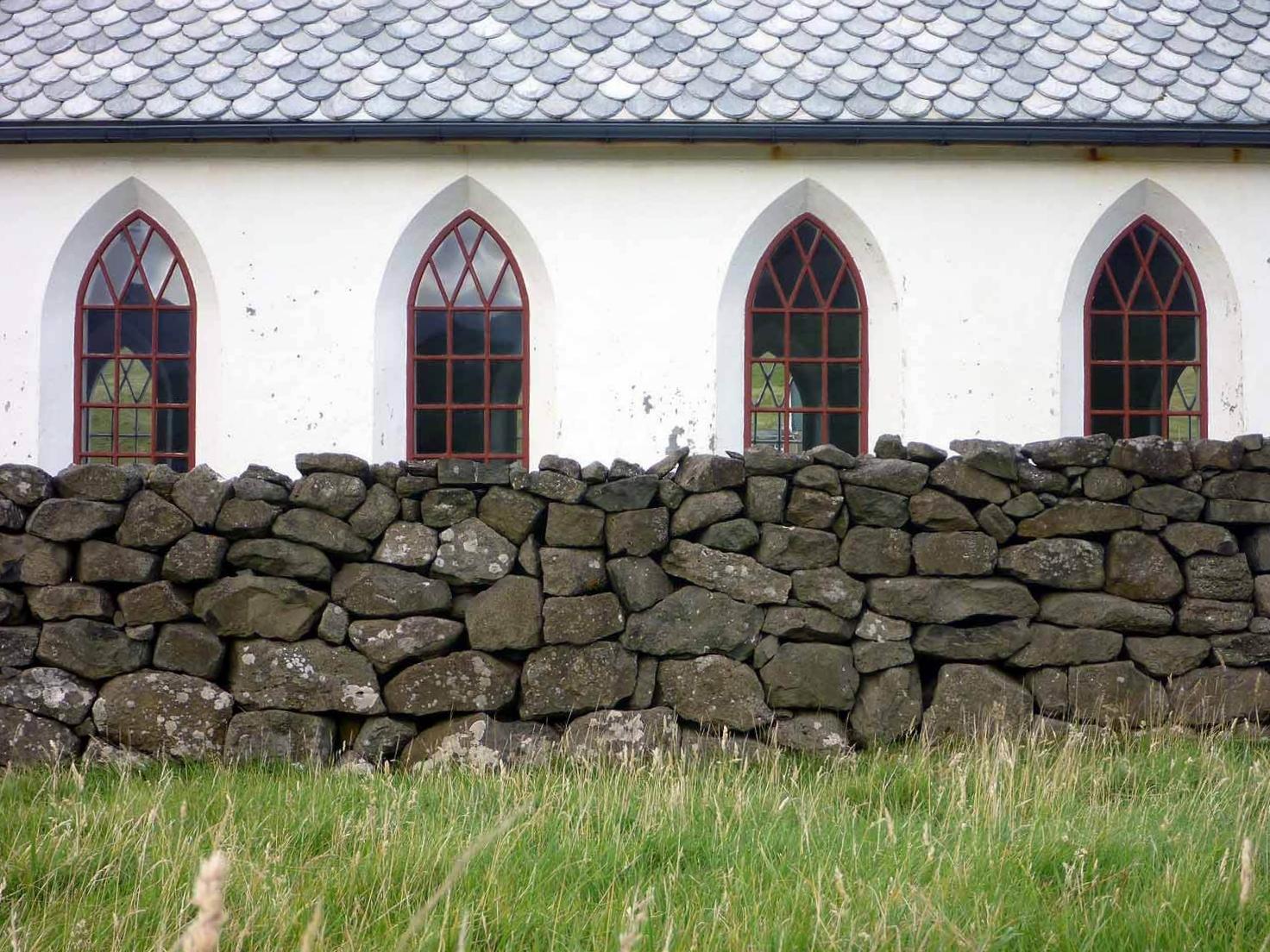 denmark-faroe-islands-vidoy-vidareidi-viðareiði-kirkja-stone-walls-windows-gothic-arch.JPG