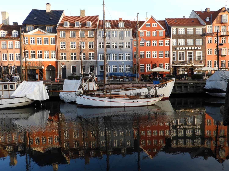 denmark-copenhagen-nyhavn-rowhouse-sailboat.JPG