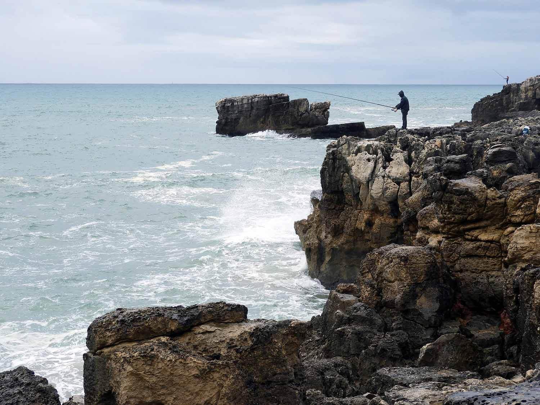 portugal-cascais-fishermen-ocean-sea-cliffs-surf.JPG