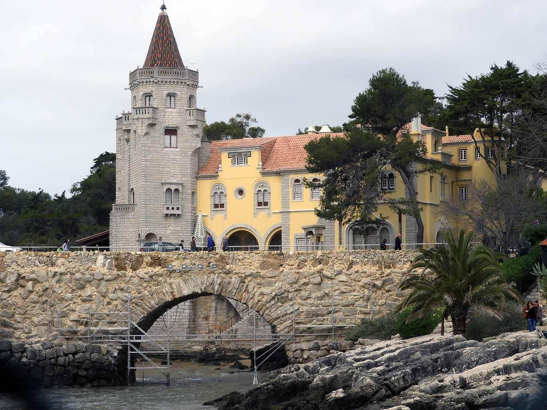portugal-cascais-bridge-harbor-tourist-town-beach.JPG