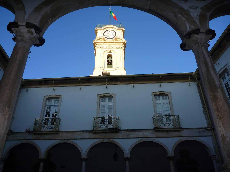 portugal-coimbra-university-universidade-portugues-flag-bandeira.JPG