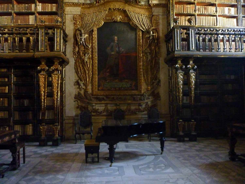 portugal-coimbra-university-universidade-library-biblioteca-joanina-piano-beauty-beast-disney-inspiration.JPG