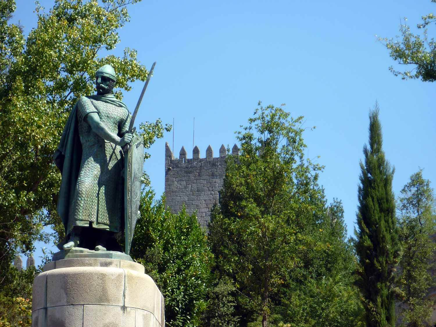 portugal-guimaraes-don-pedro-castle.JPG