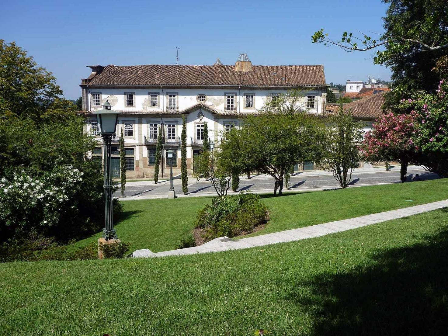 portugal-guimaraes-green-clean-streets.JPG