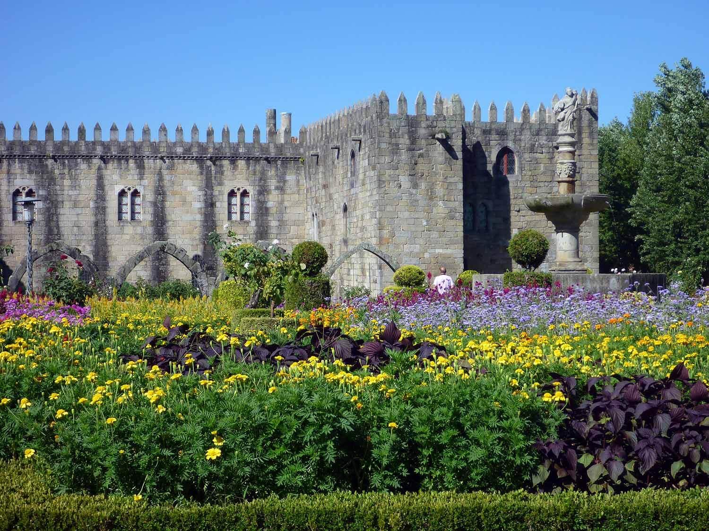 portugal-braga-castle-walls-stone-garden.JPG