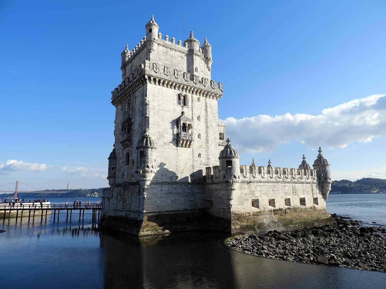 portugal-lisbon-belem-torre-high-tide-water-blue-sky-manuelino-estilo.JPG