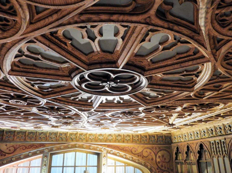 portugal-porto-oporto-livraria-lello-bookstore-jk-rowling-harry-potter-inspiration-ceiling.jpg