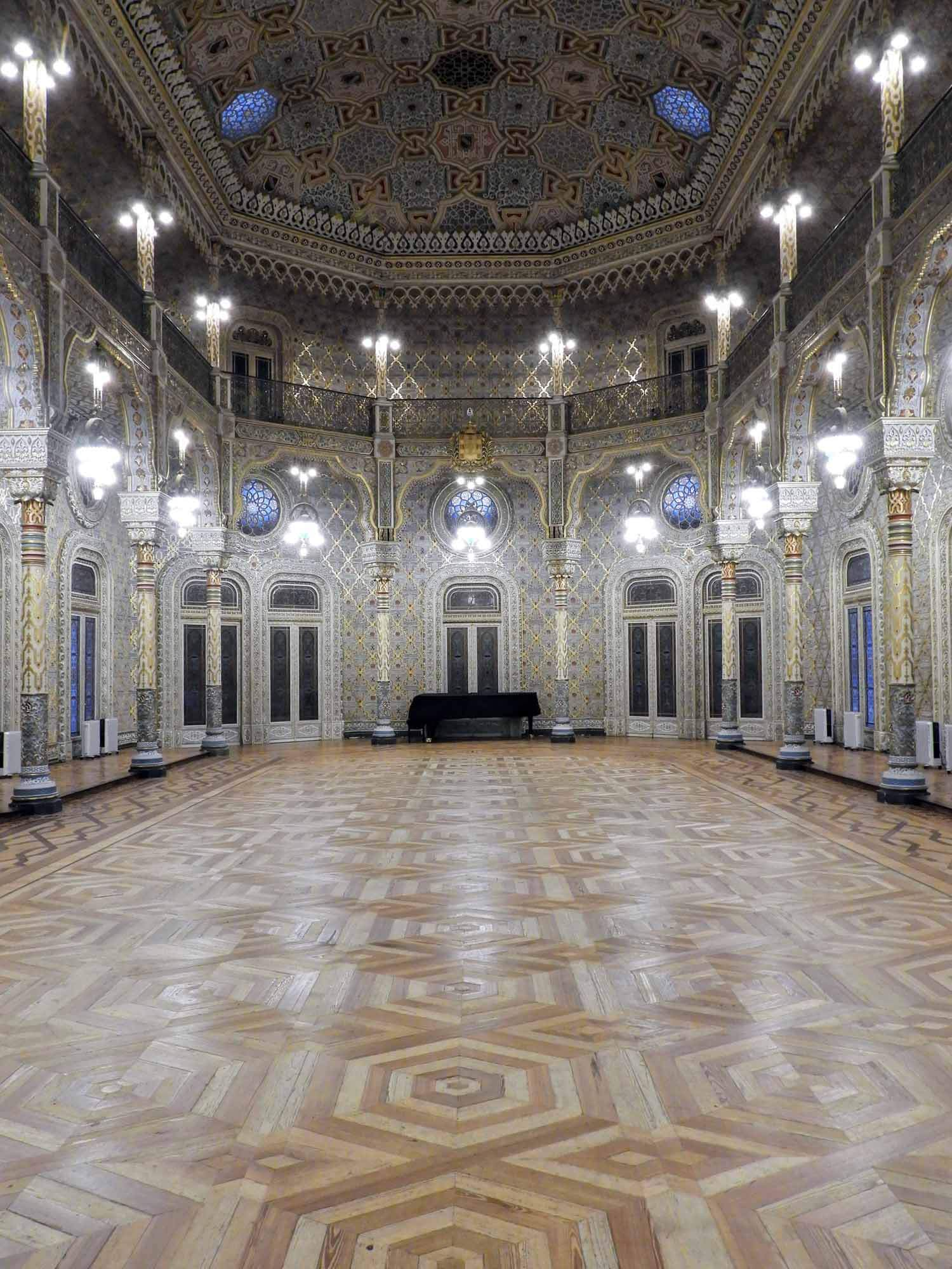 portugal-porto-oporto-museum-palacio-da-bolsa-arab-moorish-rivival-room-vertical.jpg