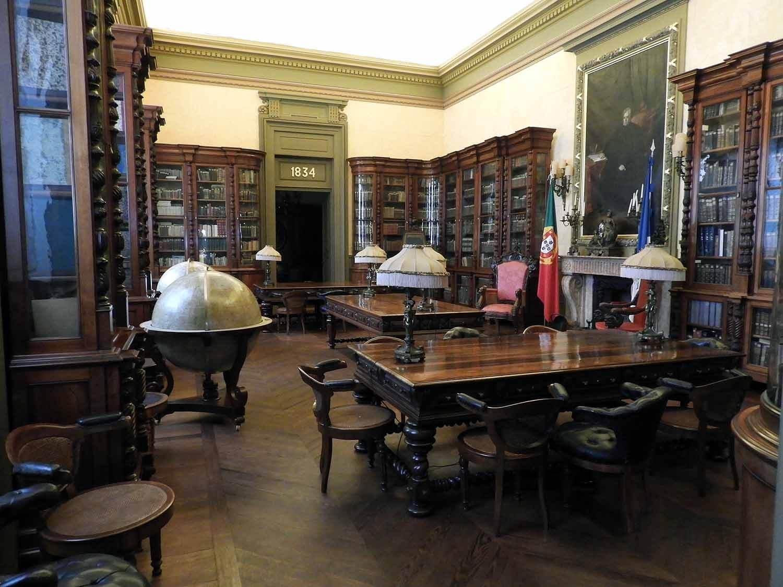 portugal-porto-oporto-palacio-da-bolsa-museum-study-book-desks-globe.JPG