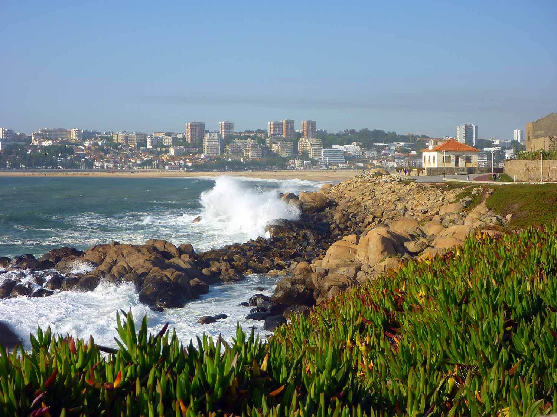 portugal-porto-oporto-coast-beach-waves-praia-cabadelo.JPG