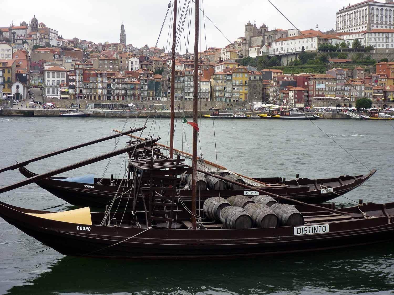 portugal-porto-oporto-wine-boats-douro-river-gaia.JPG