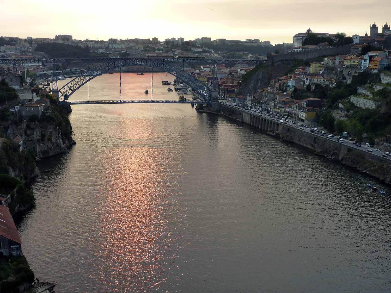 portugal-porto-oporto-douro-river-rio-ponte-bridge-sunset-pink.JPG