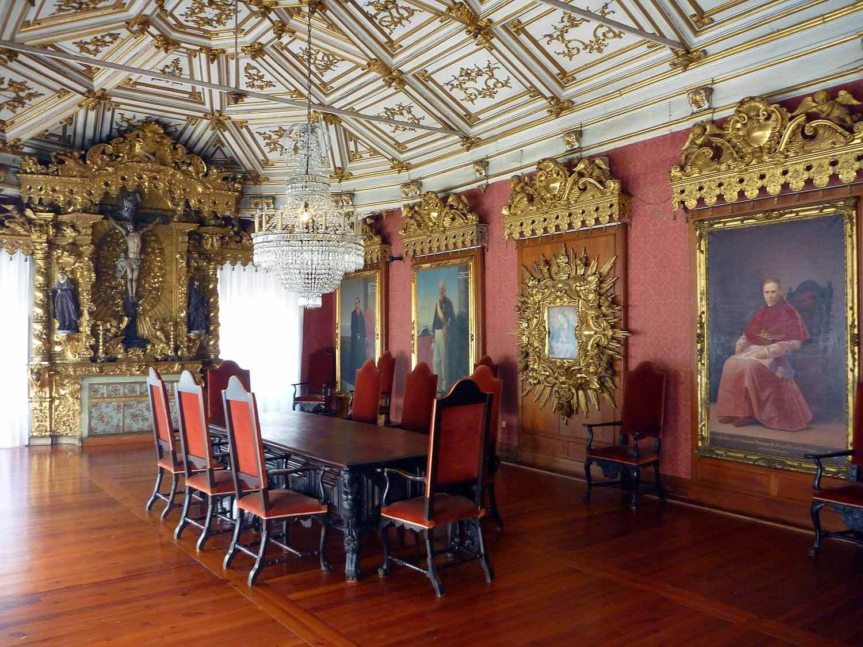 portugal-porto-oporto-fancy-hall.JPG