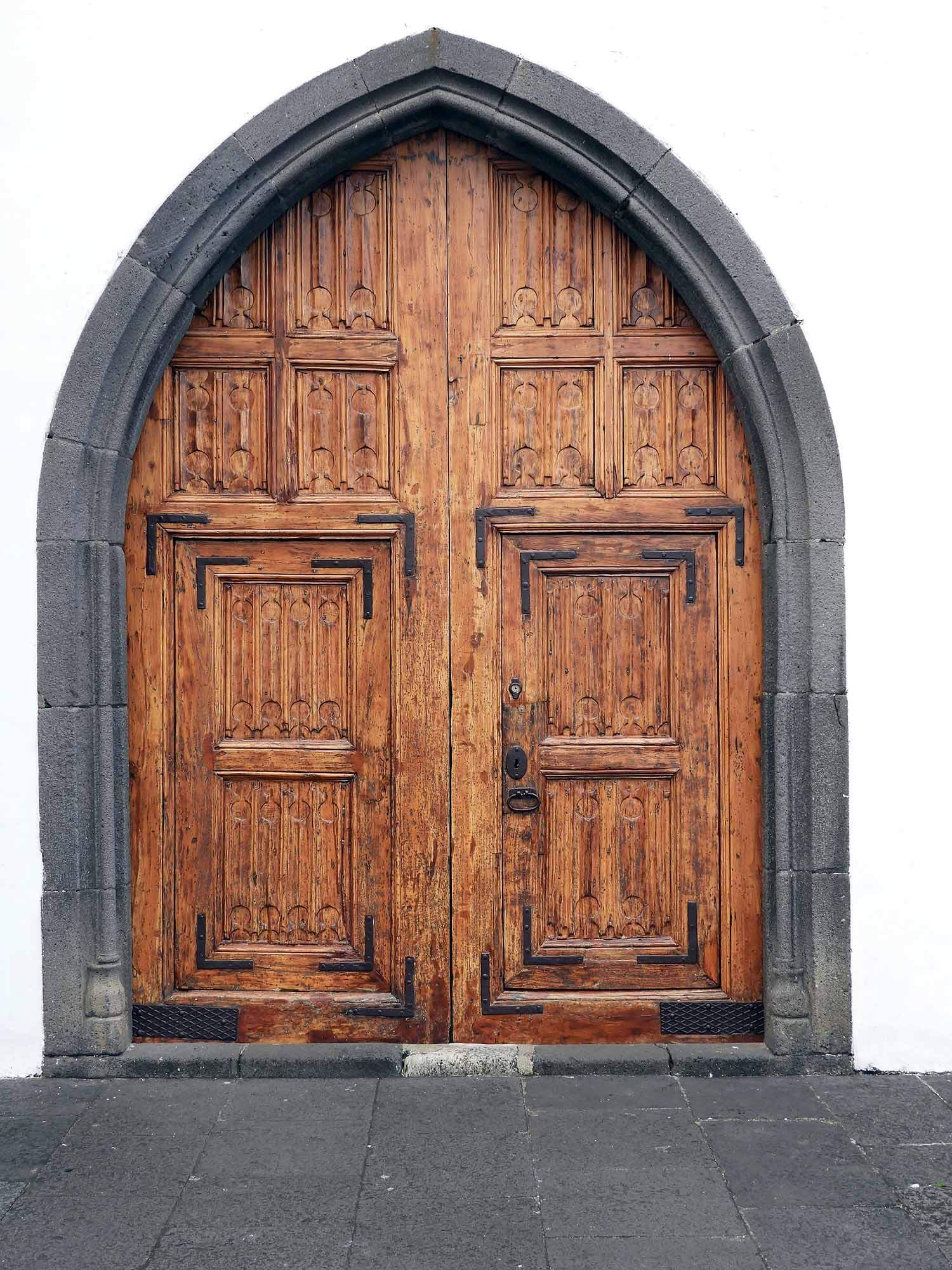 portugal-madeira-island-funchal-church-door.JPG