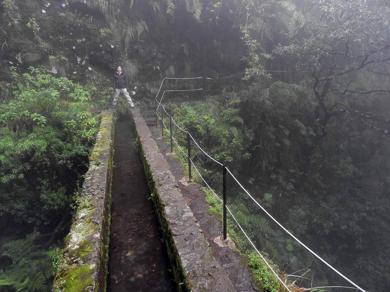portugal-madeira-levada-calderao-verde-bridge-canal-water.JPG
