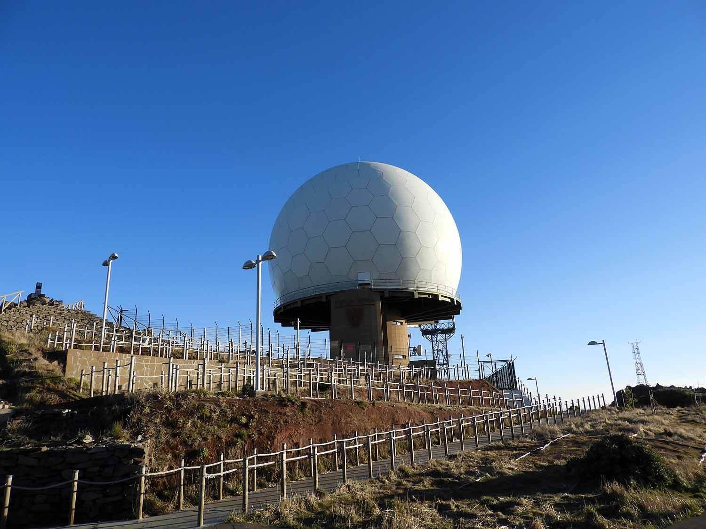 portugal-madeira-island-hike-pico-ruivo-peaks-radar-installation-site.JPG