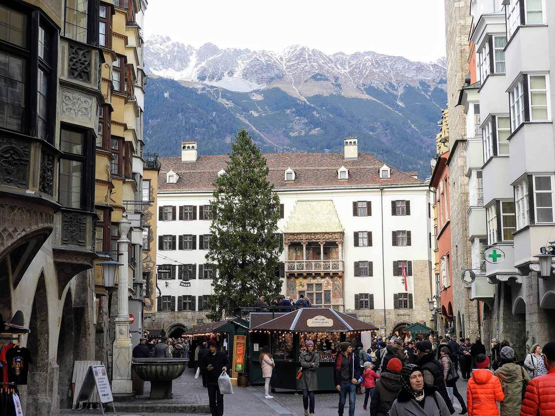austria-innsbruck-weinachtbaum-weinachtsmarkt.JPG