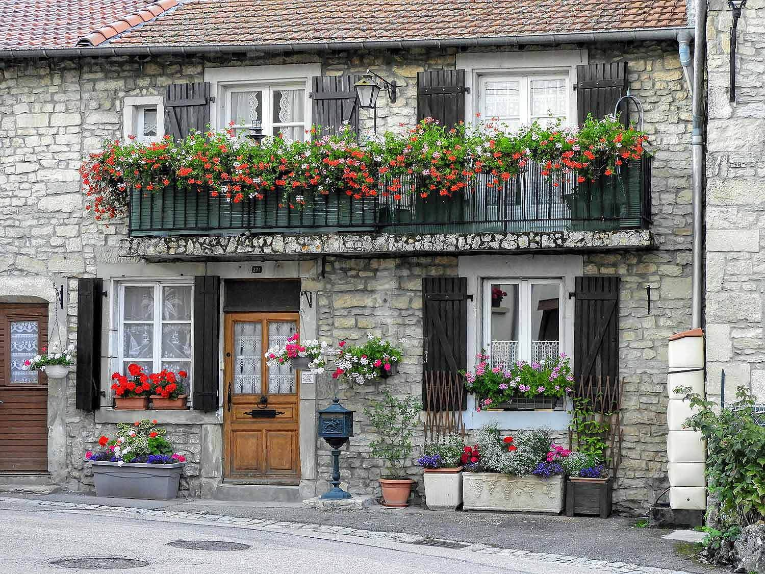 france-epinal-house-pretty-flowers.jpg