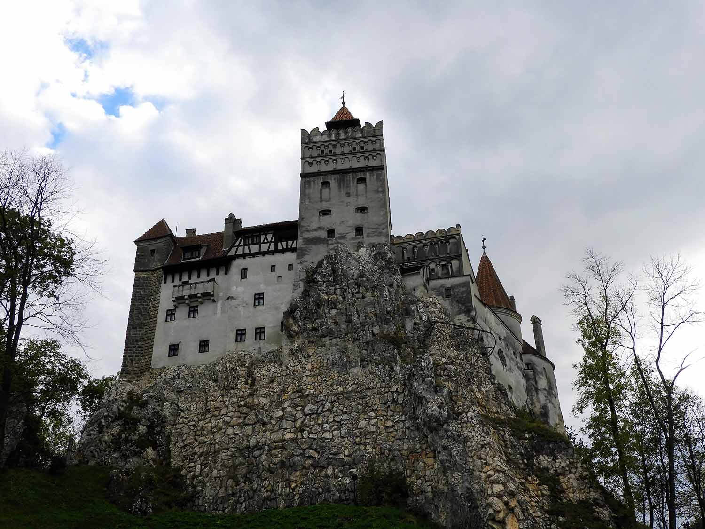 romania-bran-castle-hilltop-fortification-dracula.jpg