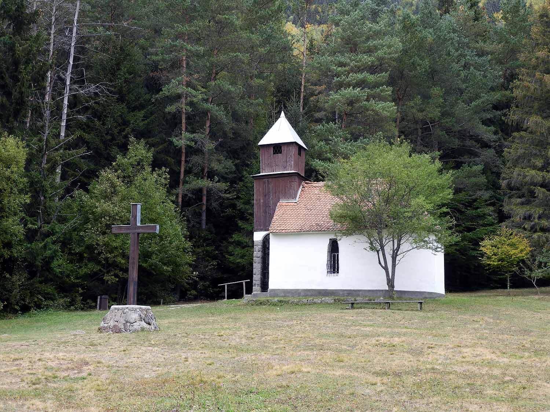 romania-lake-st-ann-chapel-pilgramage.JPG