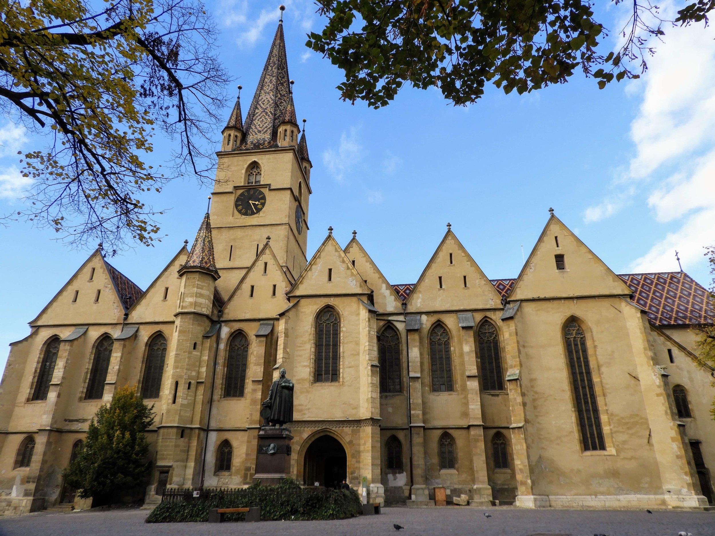 romania-sibiu-lutheran-cathedral-sfânta-maria.JPG