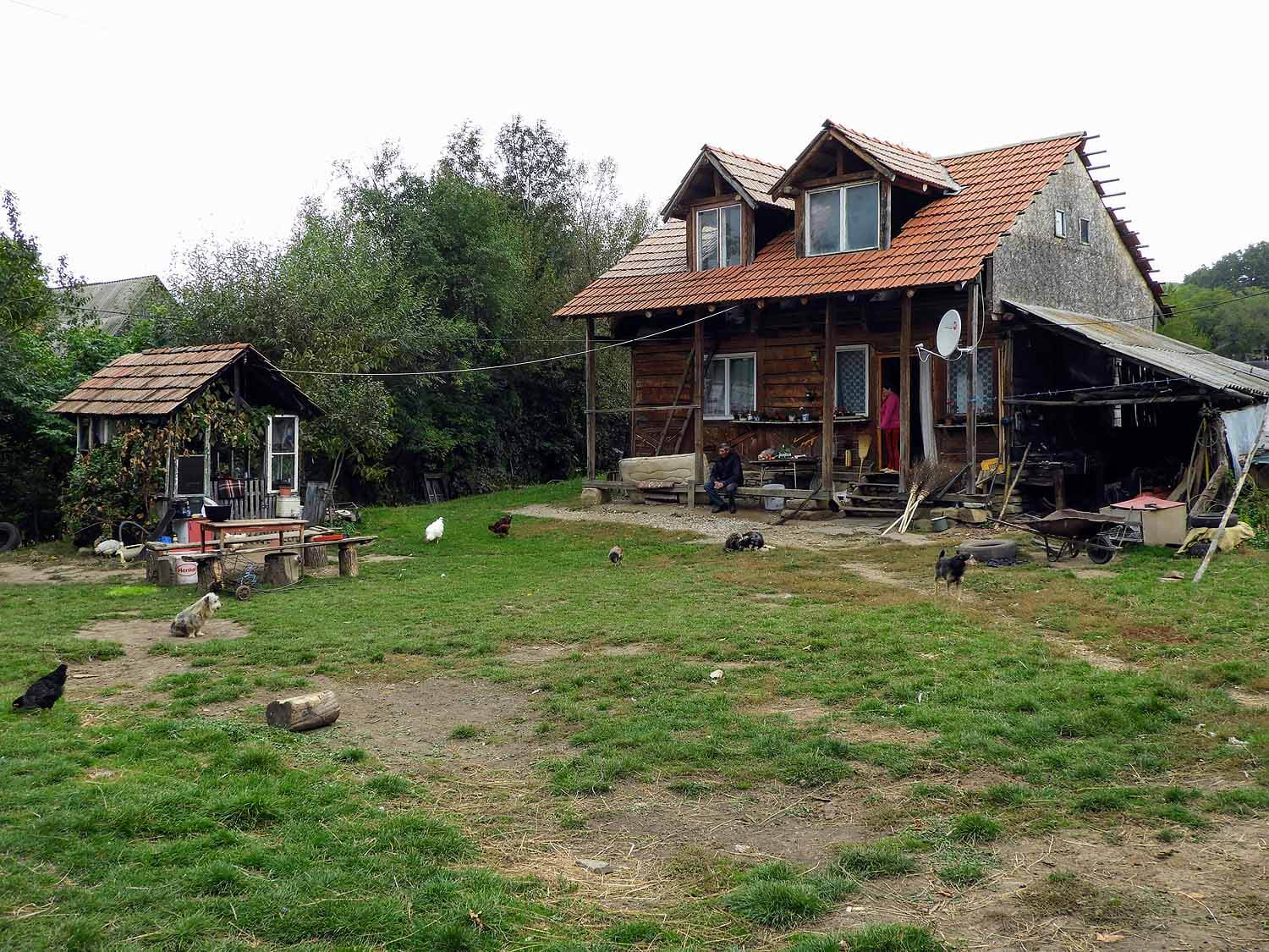 romania-valcele-farmhouse-peasant.jpg