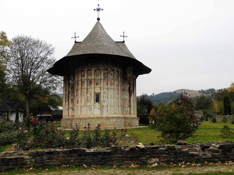 romania-bucovina-humor-painted-monasteries-exterior-gardens.jpg