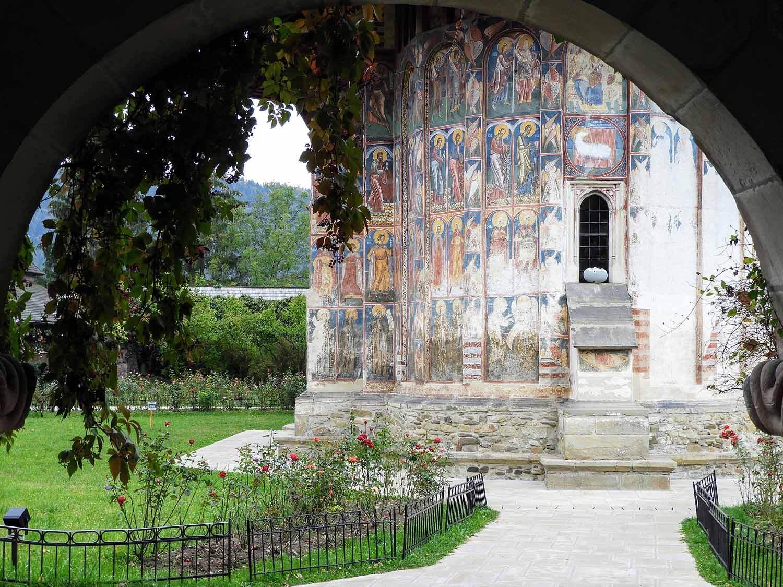 romania-bucovina-moldovita-painted-monasteries (1).jpg