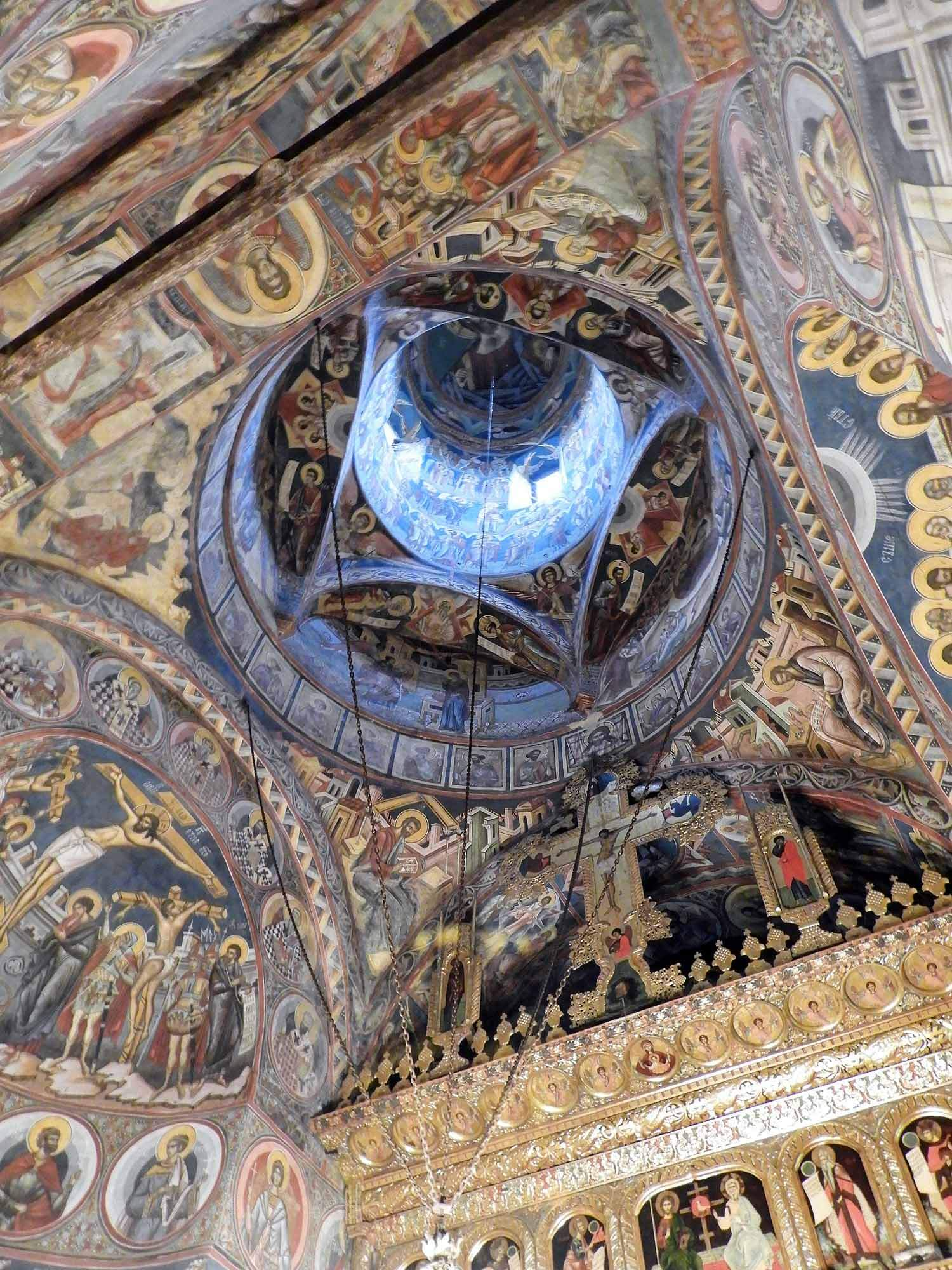 romania-bucovina-moldovita-painted-monasteries (4).jpg