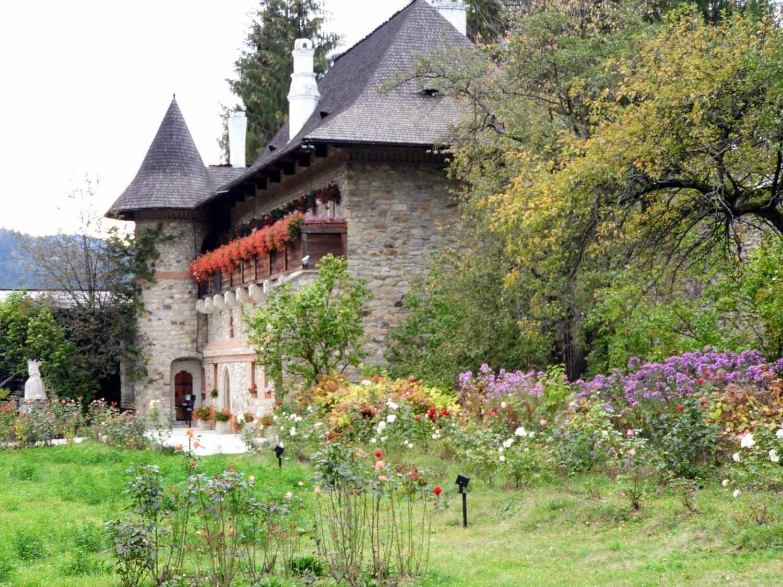 romania-bucovina-moldovita-painted-monasteries (12).jpg