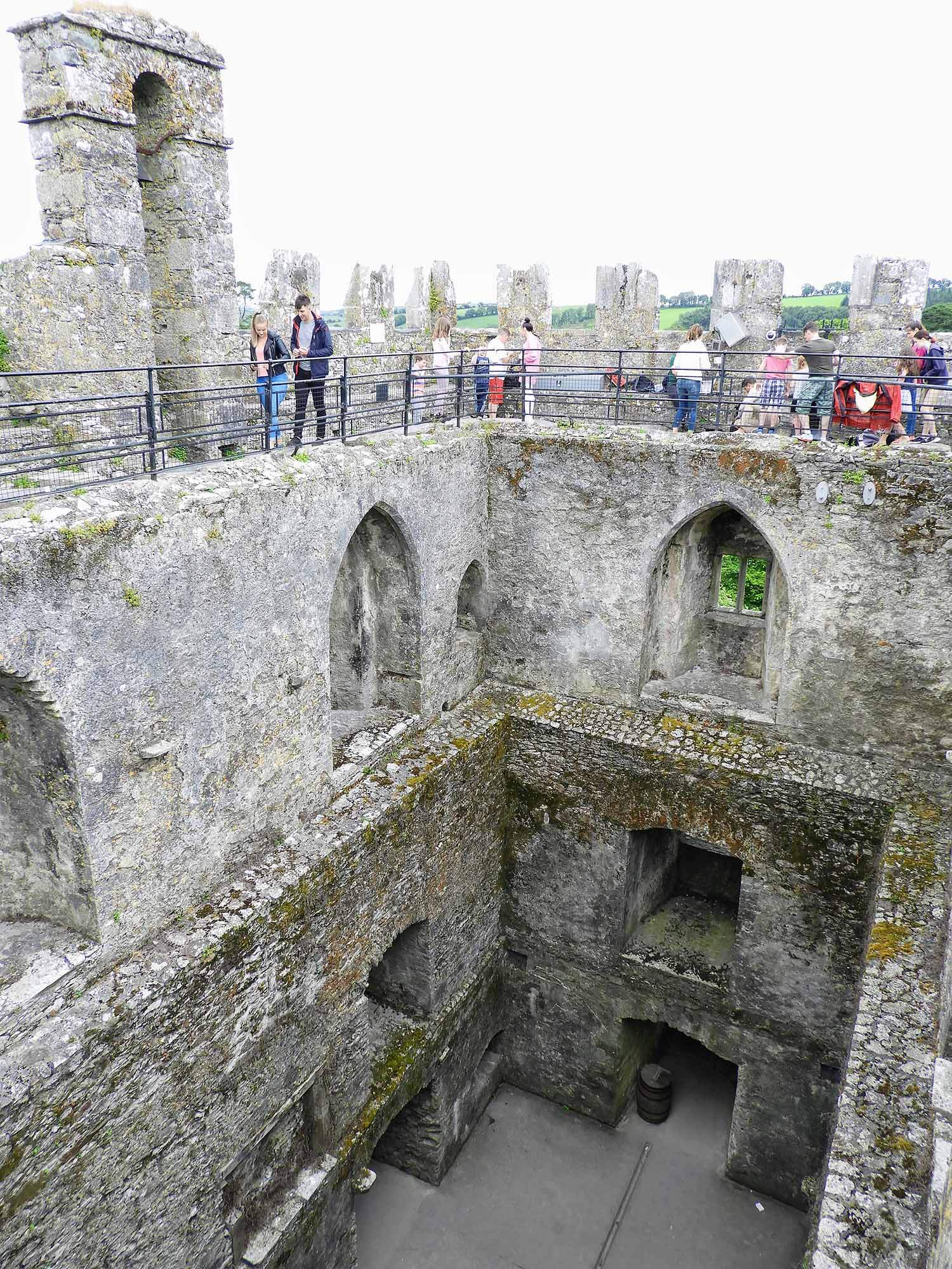 ireland-blarney-castle-stone-kiss-line-top.jpg