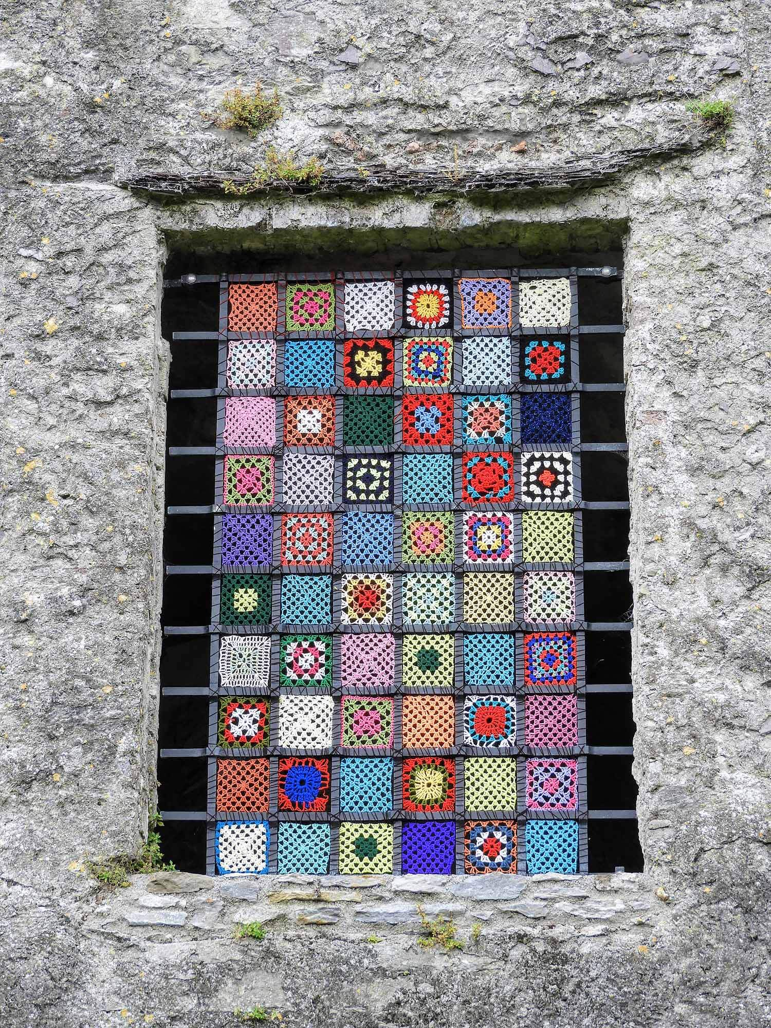 ireland-blarney-castle-window-wrought-iron-crochet.jpg