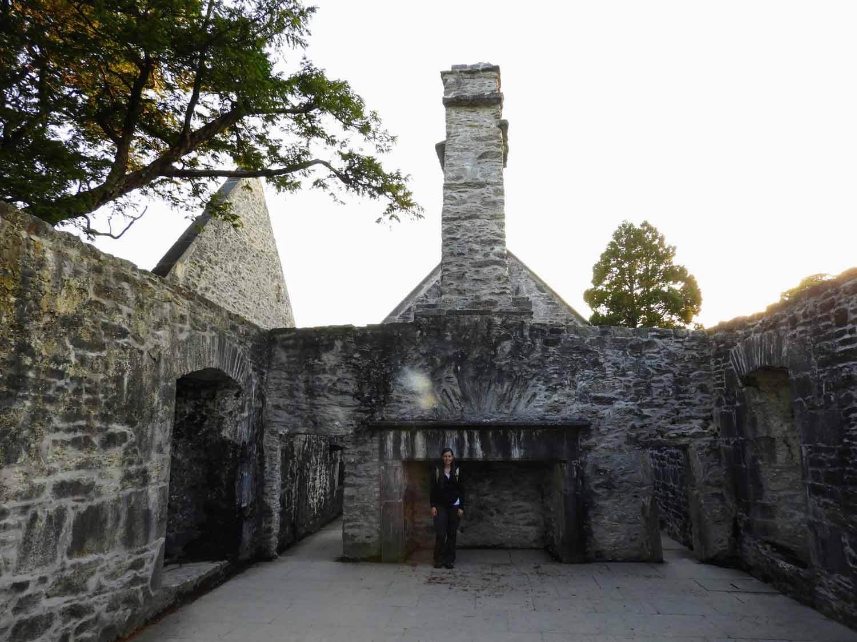 ireland-killarney-muckross-abby-ruins-fireplace-huge.jpg