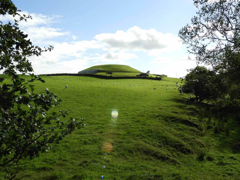 ireland-bru-na-boinne-burial-mound.JPG