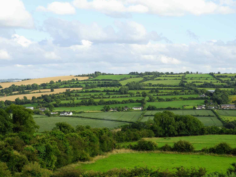 ireland-bru-na-boinne-ruins-celtic-countryside-farms.jpg