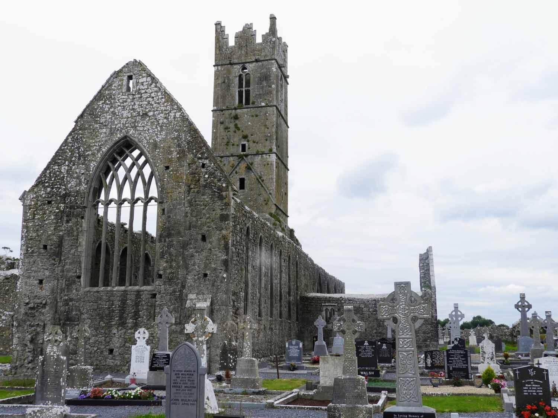 ireland-galway-claregalway-ruins-cemetery-graves.jpg