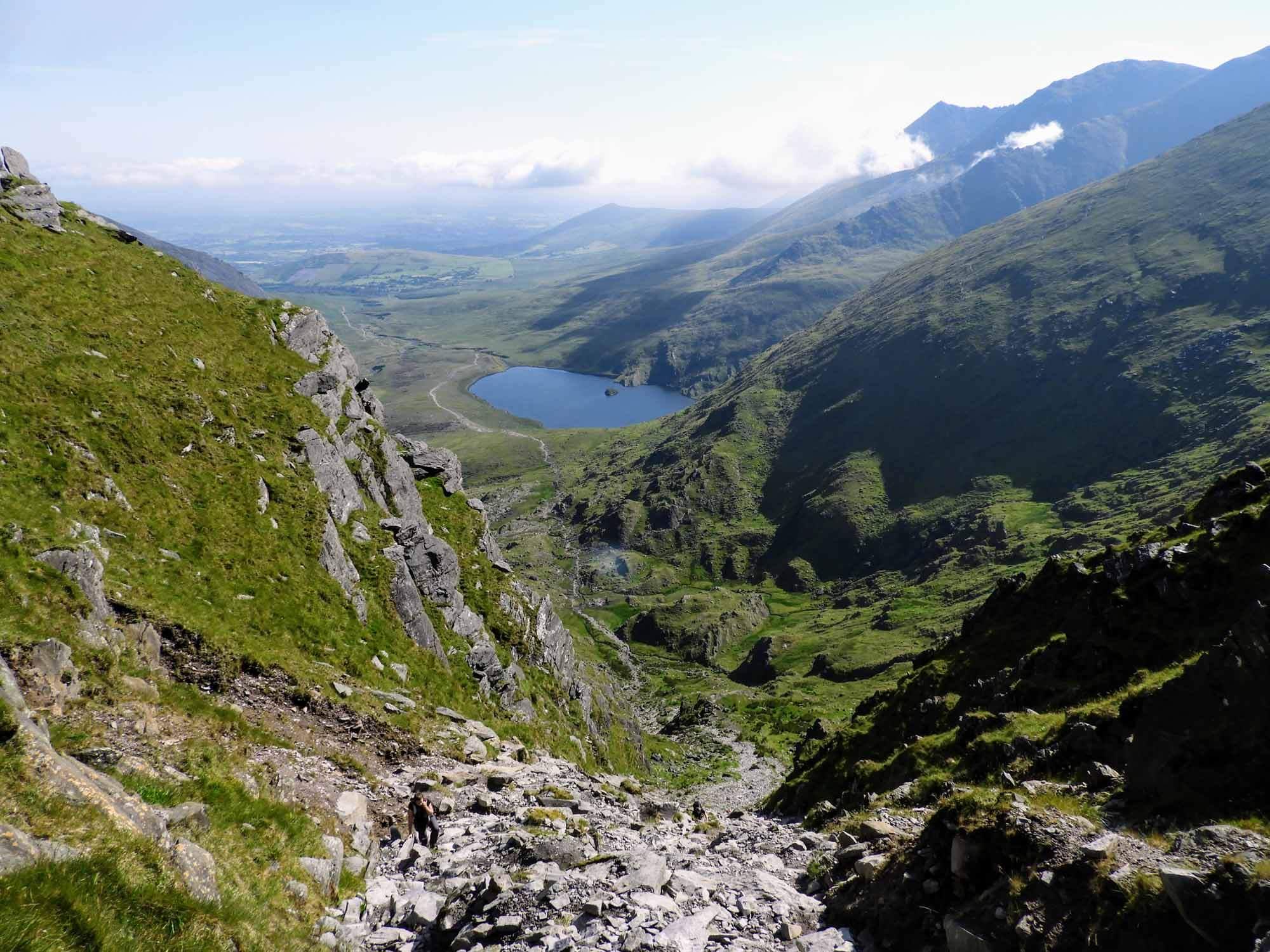 ireland-carrauntoohil-highest-mountain-peak-view-top.jpg