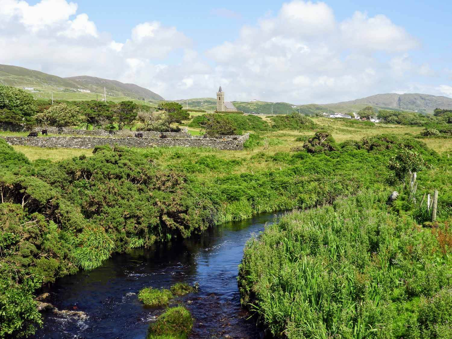 ireland-donegal-glencolumbkille-gleann-cholm-cille-stream-church.jpg