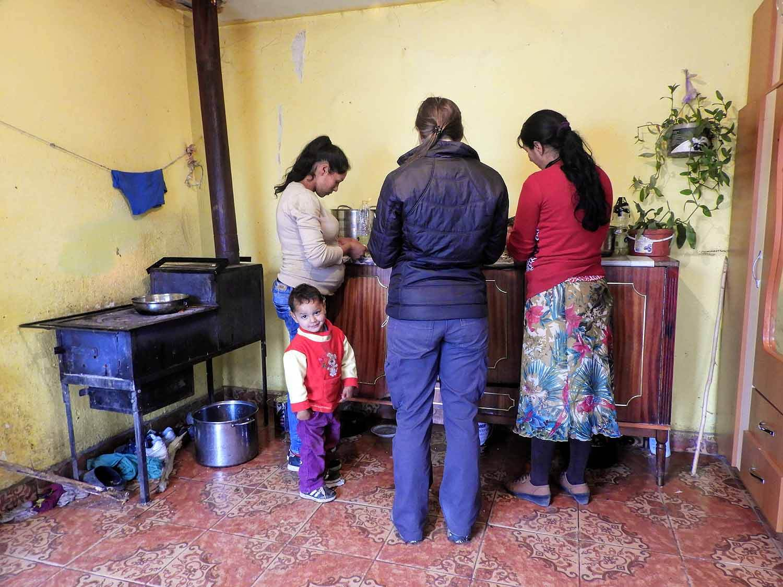 romania-hetea-kastalo-forest-gypsies-kitchen-cooking-mushrooms.jpg