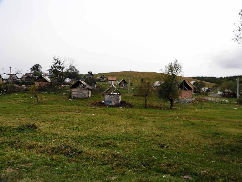 romania-hetea-kastalo-forest-gypsies-village.jpg
