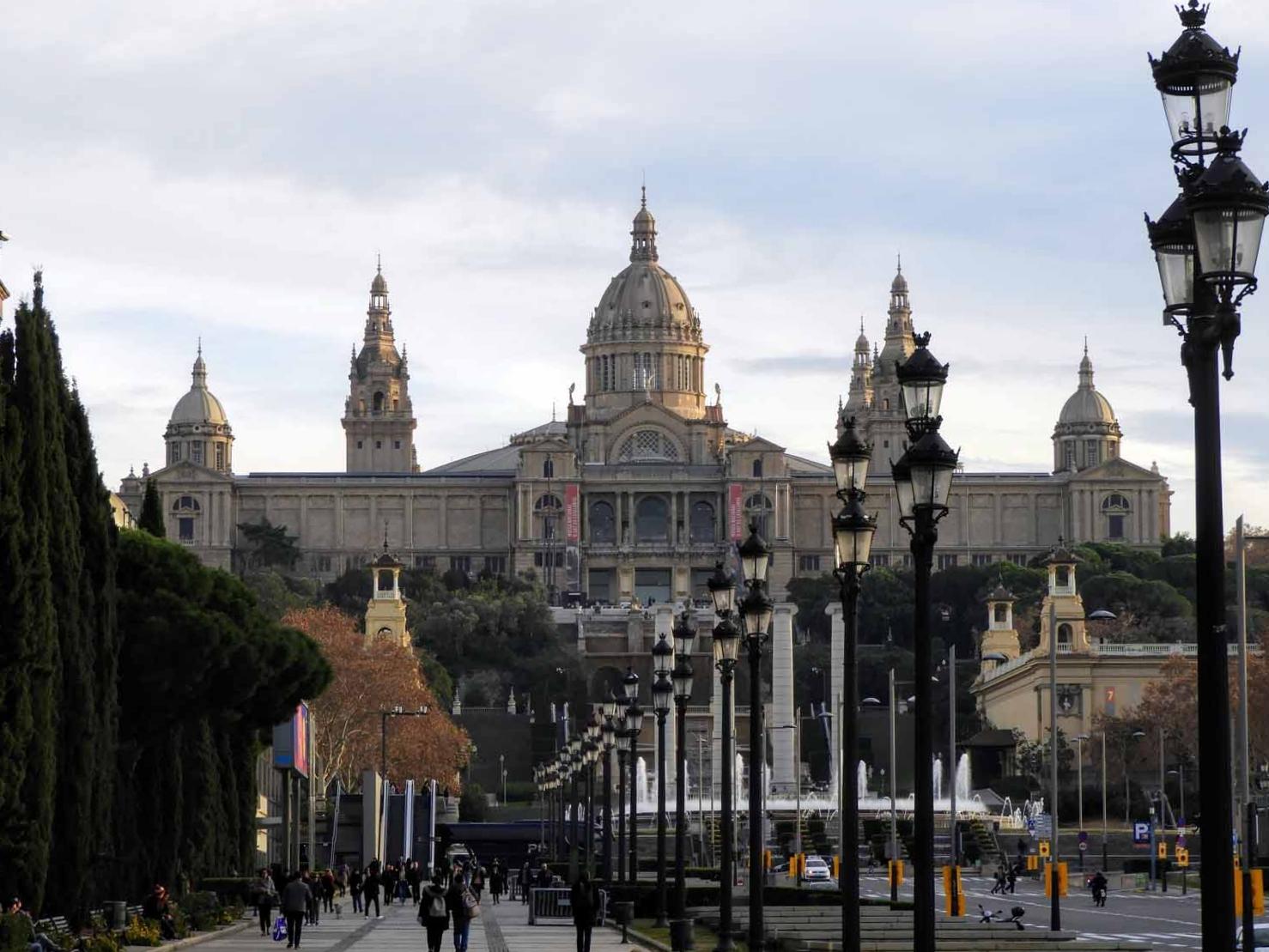 spain-barcelona-montjuic-fonte-magica-museum-plaza.jpg