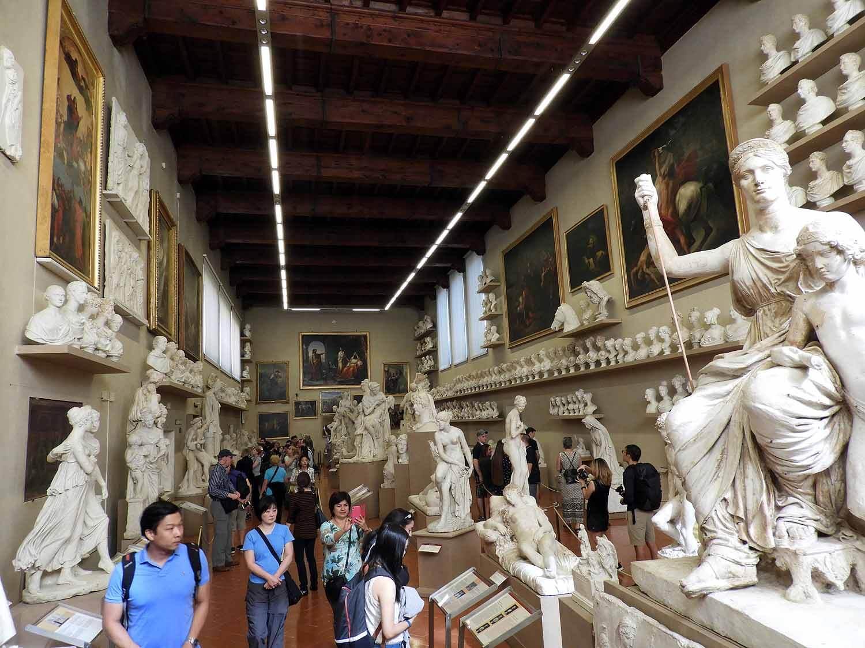 italy-italia-florence-galeria-da-academia-statue-gallery.JPG