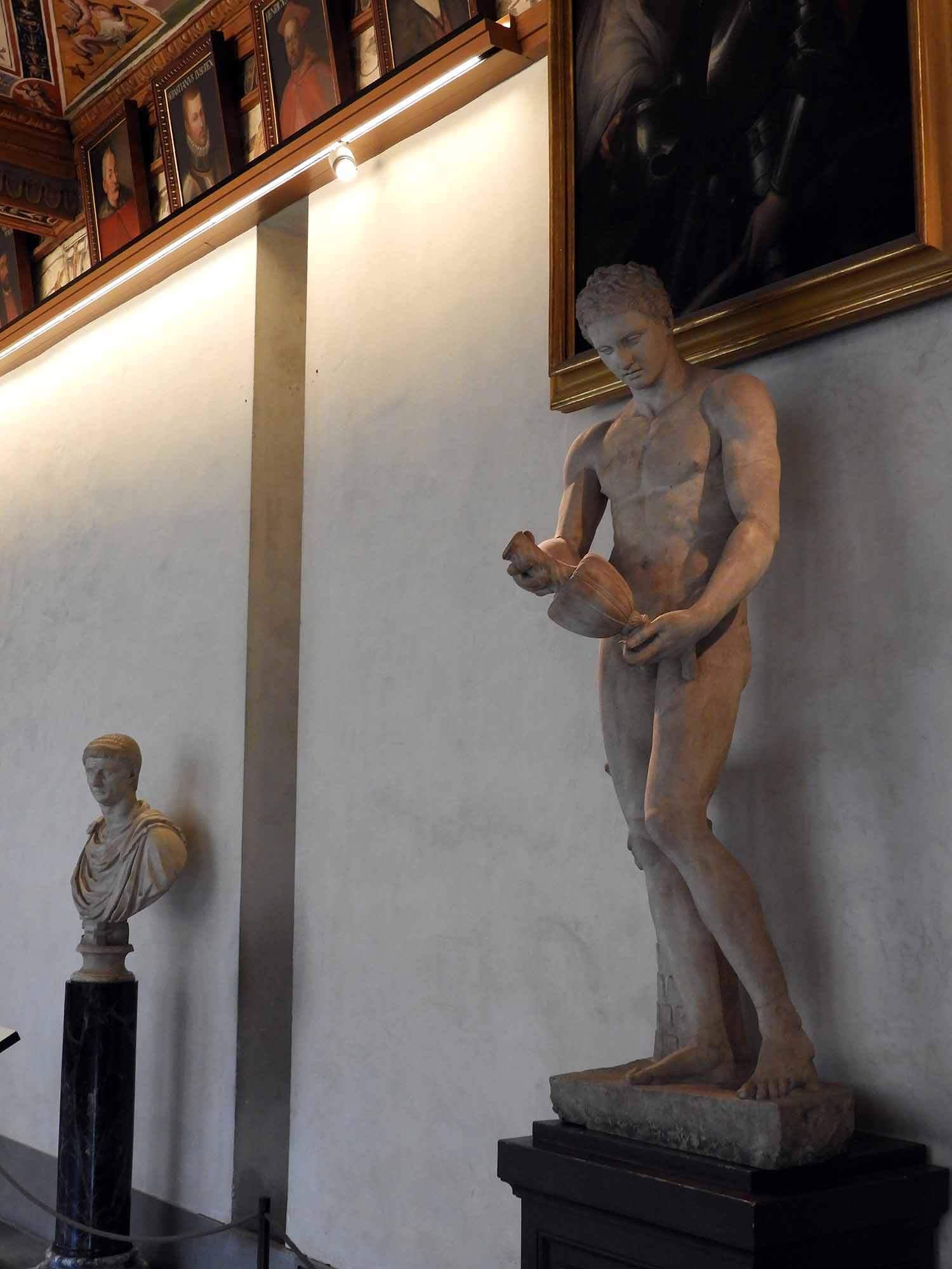 italy-italia-florence-uffizi-museum-hallway-statue-marble.JPG