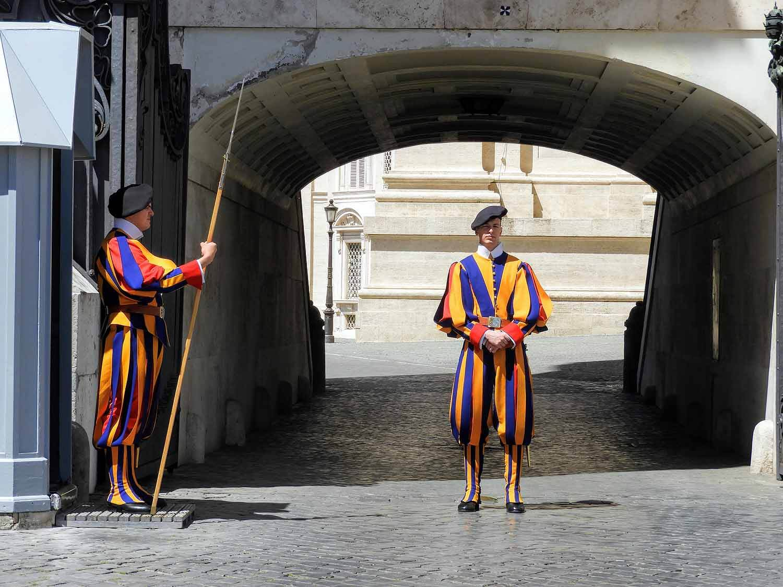 vatican-city-holy-see-italy-italia-rome-swiss-guards.jpg